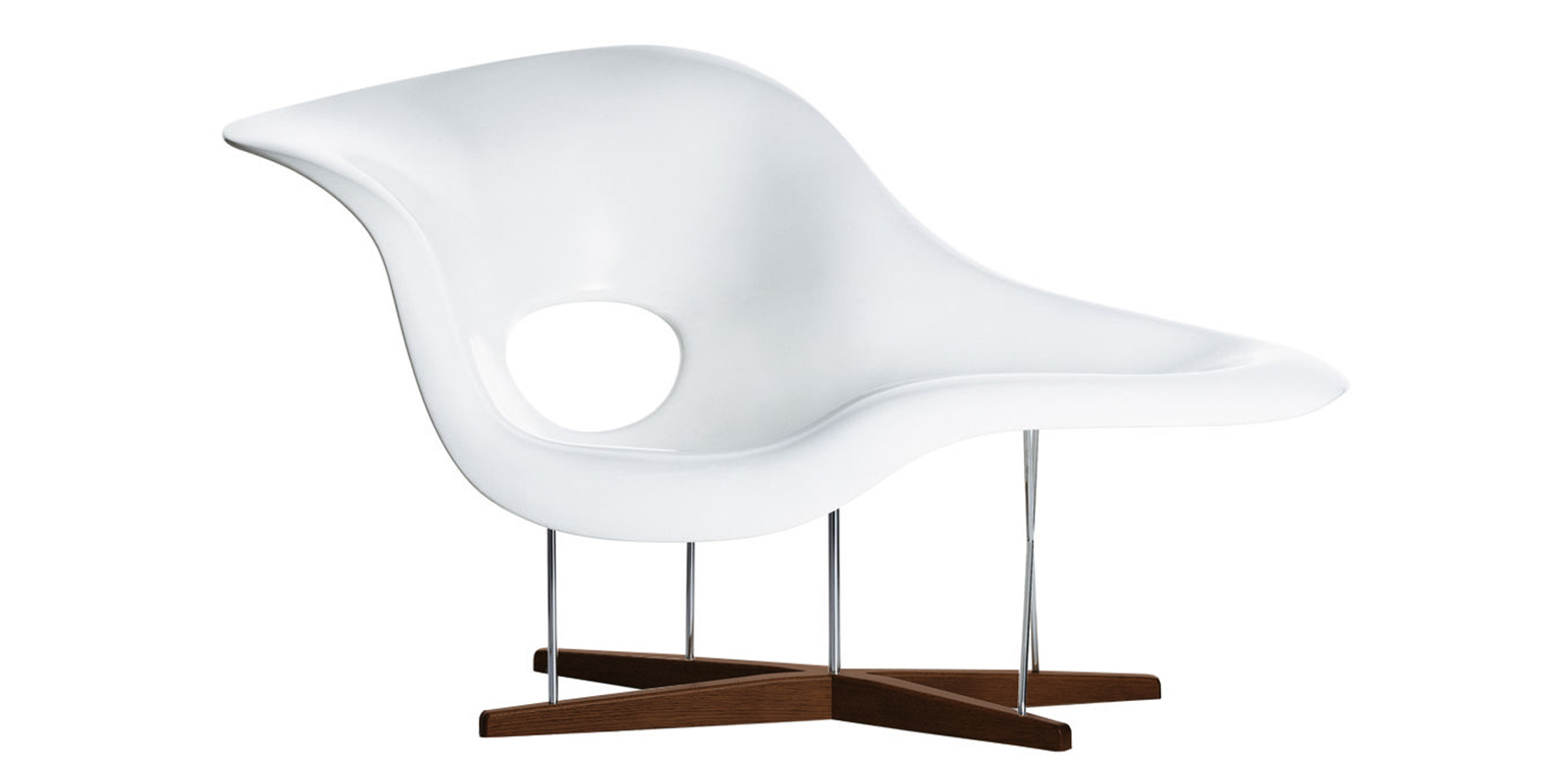 A la chaise 28 images la chaise vitra vitra miniature for Reproduction chaise eames